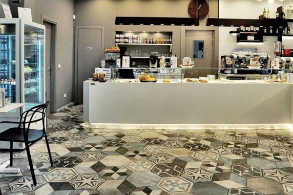 Bar-asticceria-La-Veneziana-Ravenna_Ceramica-Fioranese_Heritage_gres-porcellanato-effetto-pietra-1500x600