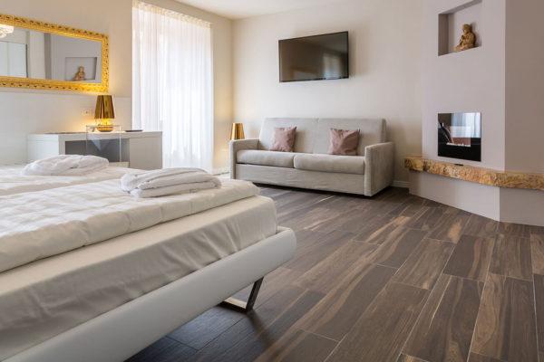 Hotel-Pace_Arco-Trento_Ceramiche-Coem_Signum_pavimento-camera-da-letto