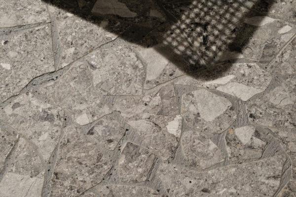 Ceramica-Fioranese_Frammenta_Palladiana-Grigio-Scuro-Esterno-Burattato_2